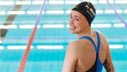 ProMinent firmasının sponsorluğu tüm dünyada görülüyor - Sarah Köhler'in spor kıyafetlerinde ve havuz bonesinde bizim adımız yazılı.